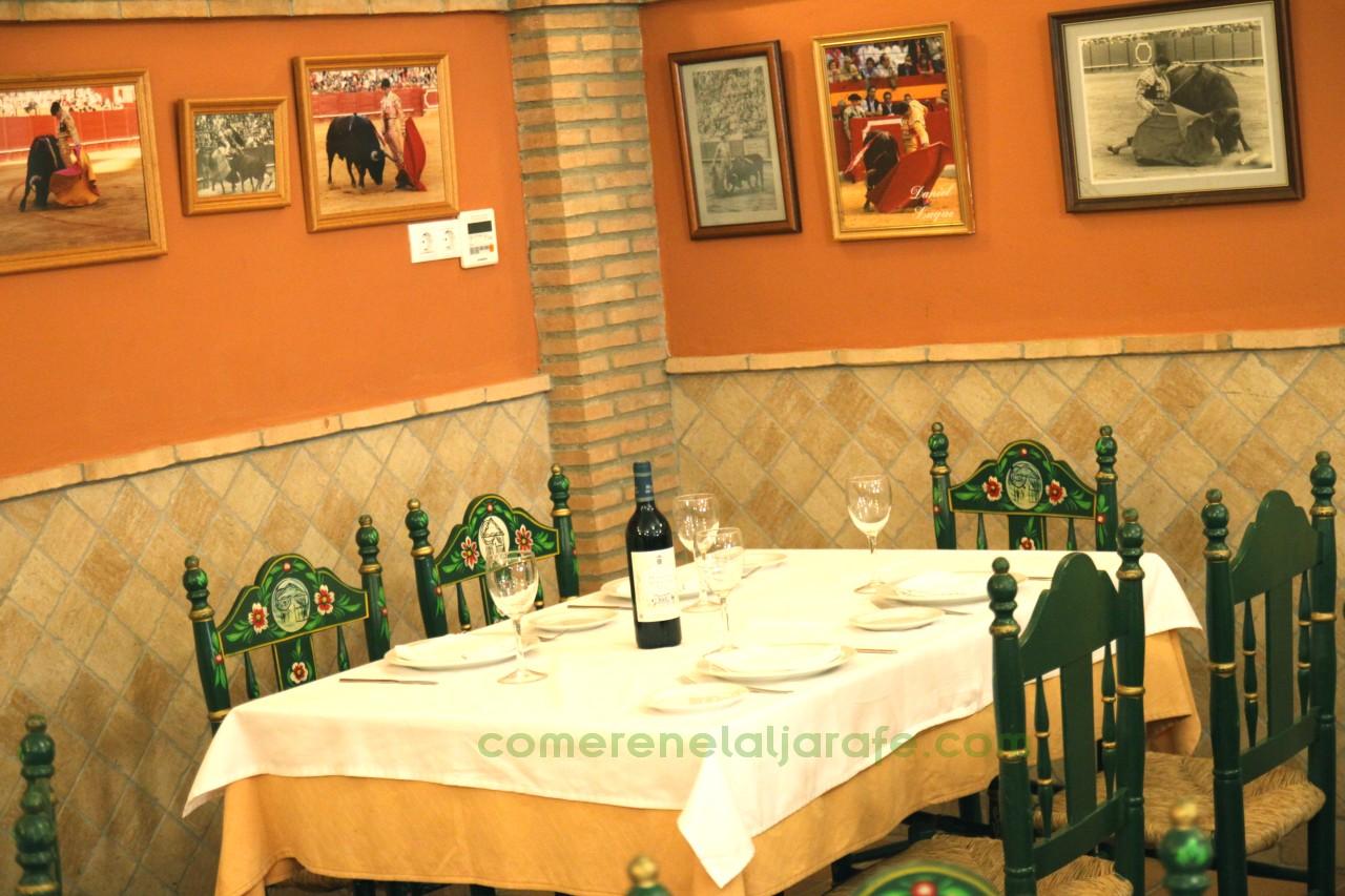 La Caseta de Antonio es conocido, además de por la calidad de sus pescados y mariscos, por ser uno de esos restaurantes de Sevilla famoso por sus arroces