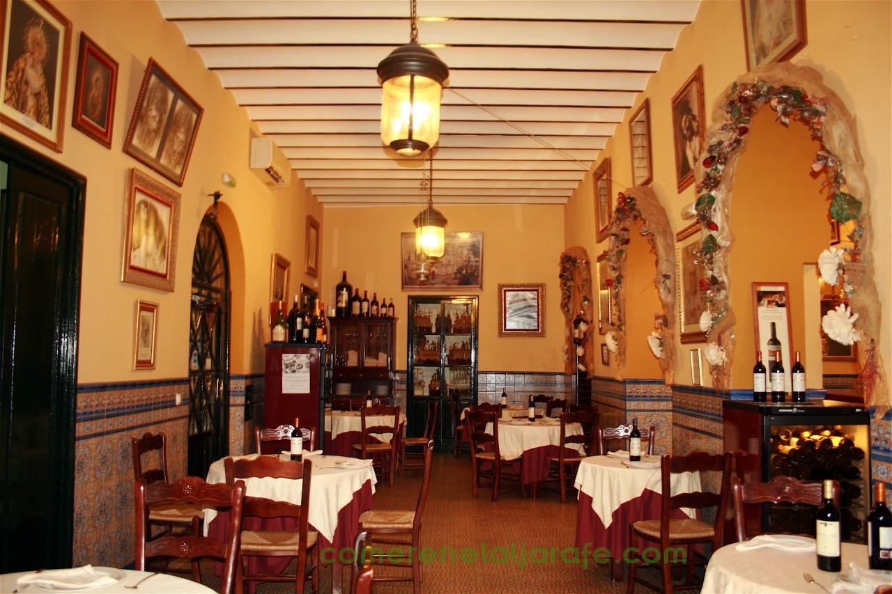 Detalle el uno de los salones del Restaurante Casa Rufino en Umbrete